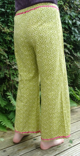 spotty trousers rear